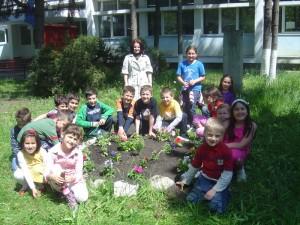 În grădina școlii